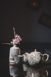 Entretenir sa théière en porcelaine pour conserver son éclat